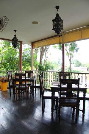 Sheik Istana Hotel : river view @restaurant