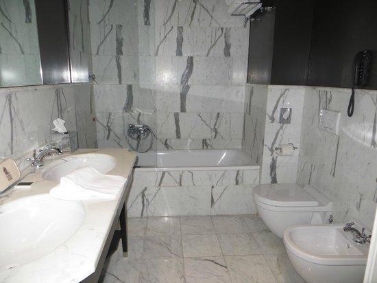 Aqua Palace Hotel: bathroom
