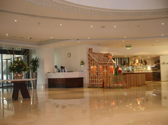 JA Ocean View Hotel: Reception Area