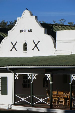 Tsitsikamma Village Inn: Front building