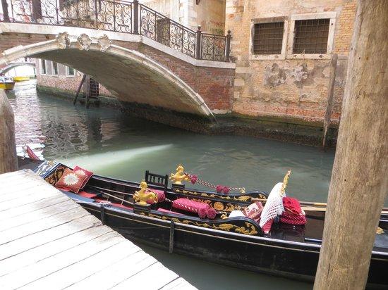 Aqua Palace Hotel: a gondola right at the hotel's door