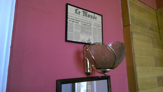 Hotel-Pension Rheingold: Везде на стенах вырезки старых газет