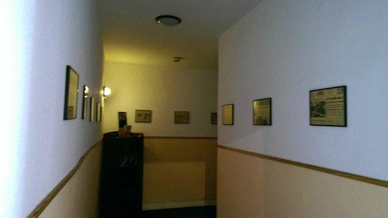 Hotel-Pension Rheingold: коридоры такие как в пражских отелях
