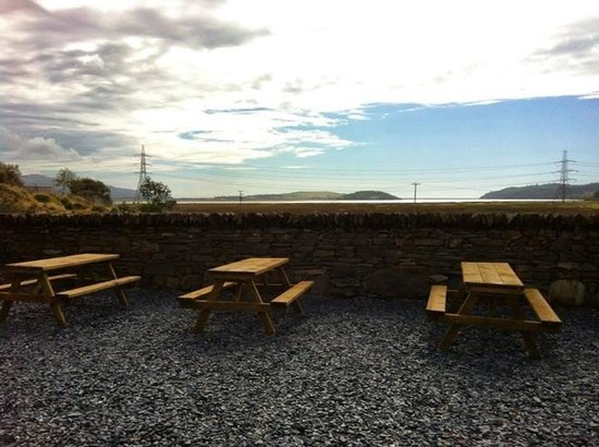 Caffi Cookes Cafe: The out side siting area