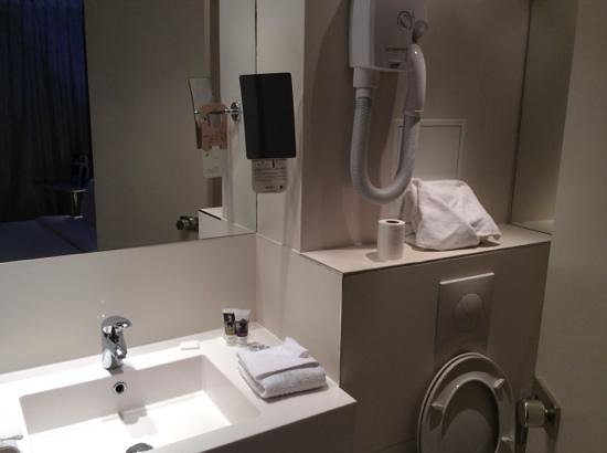 Mercure Paris Opera Faubourg Montmartre: clean toilet with efficient design to make full use of the small space