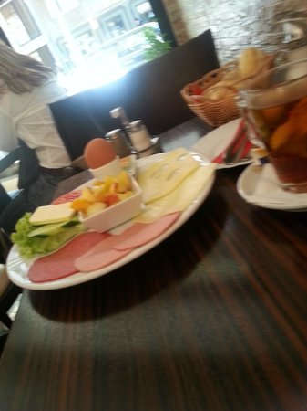 Hotel Mitte Berlin: A lovely big breakfast set me up for the day