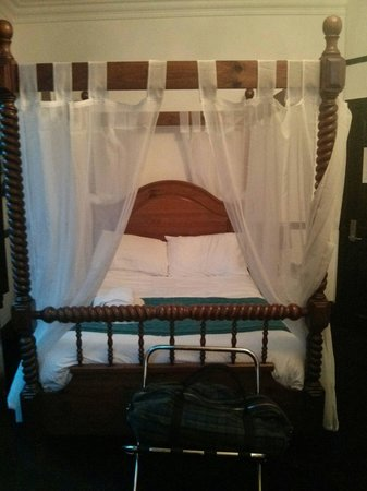 Hotel Noir: The four poster bed .