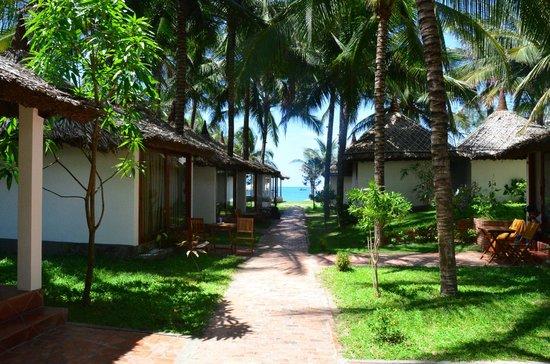 Ananda Resort: Walking to Beach