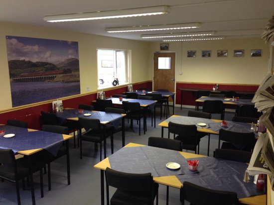 Caffi Cookes Cafe: Indoor seating area with plenty of space