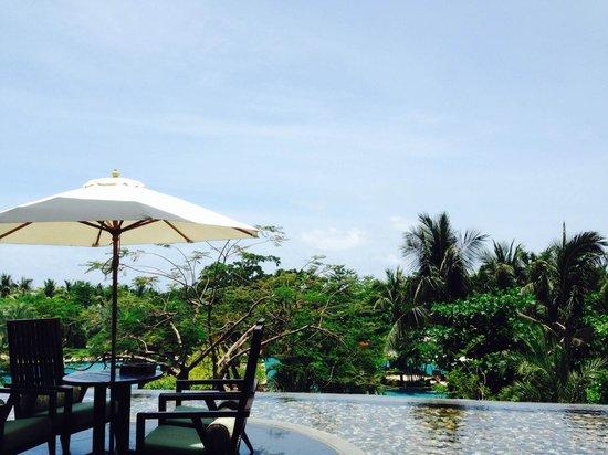 Howard Johnson Resort Sanya Bay: Sitting at the lobby and enjoying the breezes