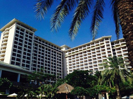 Howard Johnson Resort Sanya Bay: Hotel building - taken from the pools