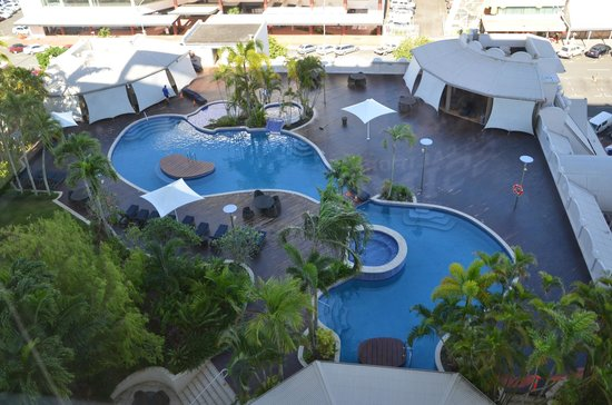 Pullman Cairns International: Early morning view of the pool.