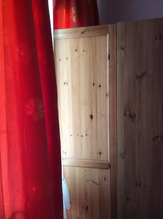 Hotel Noss: Useless wardrobe that is so tight to the window you can't use!