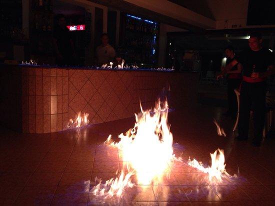 Monika Hotel Apartments: Greek Night!