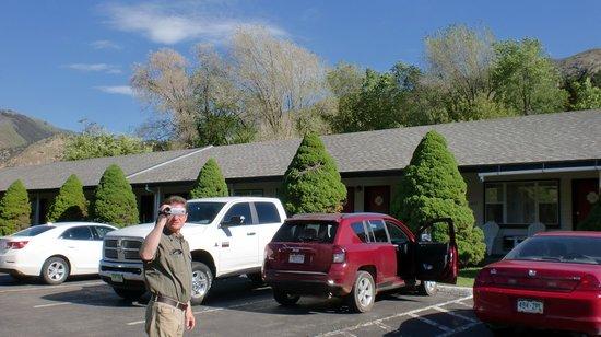 Hanging Lake Inn: May 2014