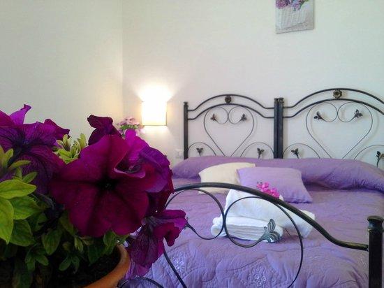 Camere Da Letto Viola : Camera da letto viola picture of baglio bellavista paceco