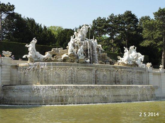 Gärten von Schönbrunn: Neptune Fountain