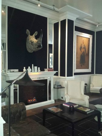 Only YOU Boutique Hotel Madrid: Salón principal bar