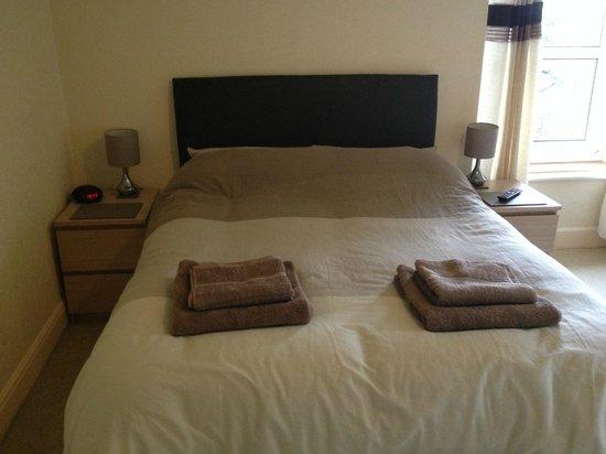 Rhone Villa: En-Suite guest bedroom