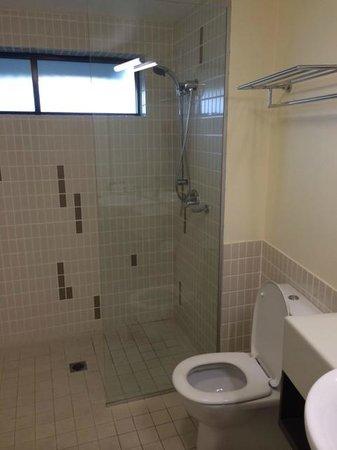 Wyndham Vacation Resort Coffs Harbour: Bathroom with standing shower
