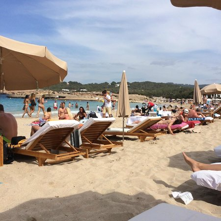 Cala Bassa Beach Club: Hamacas central