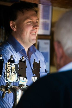 Holgate Brewhouse at Keatings Hotel: Happy smiling staff and patrons