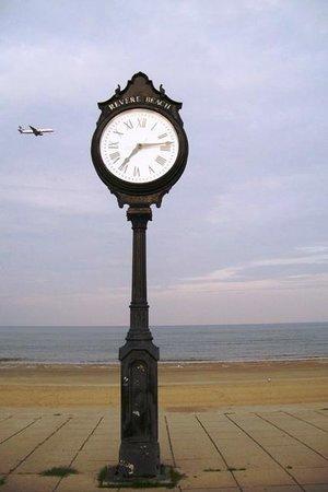 Revere Beach: this clock seems to be guarding the beach