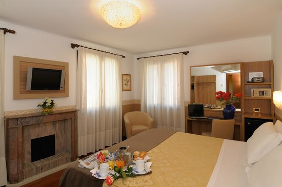Hotel Ala - Historical Places of Italy: ROOM DE LUXE