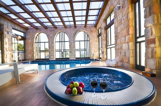 Galilea, Izrael: Indoor heated pool and Jacuzzi in each suite