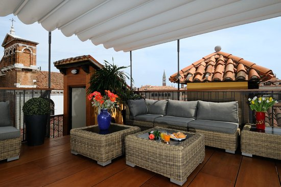 Hotel Ala - Historical Places of Italy : ROOF TERRACE