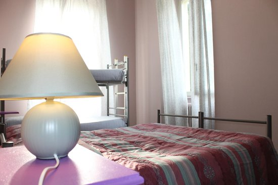 Ostello di Verbania: family room / double room shared bathroom