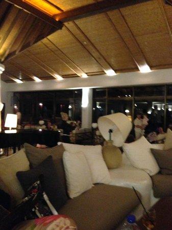 Coral Beach Hotel & Resort: вестибюль, со сломанной лампой