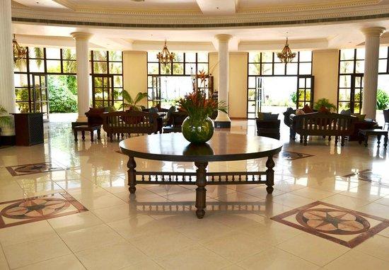 Golden Tulip Dar Es Salaam : Hotel Lobby