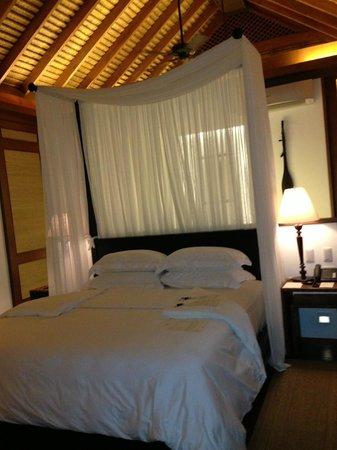 El Nido Resorts Pangulasian Island: 挑高又羅曼蒂克的床飾
