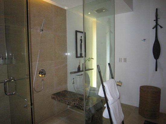 El Nido Resorts Pangulasian Island: 有座位的淋浴間