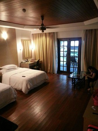 Century Langkawi Beach Resort: The room is dark because out of 9 celiling lights only 2 workable