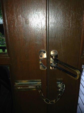 Century Langkawi Beach Resort: Security door lash broken