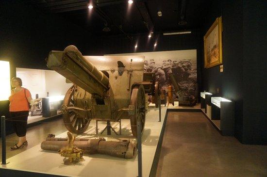 Memorial Museum Passchendaele 1917: WW1 Cannon
