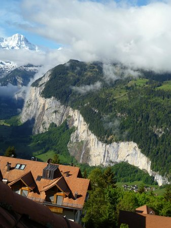 Hotel Belvedere: Views of Lauterbrunnen from our room.