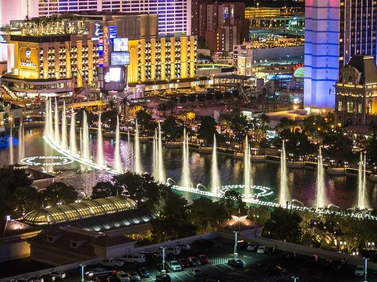 Vdara Hotel & Spa: View from Corner Room - Bellagio Fountains
