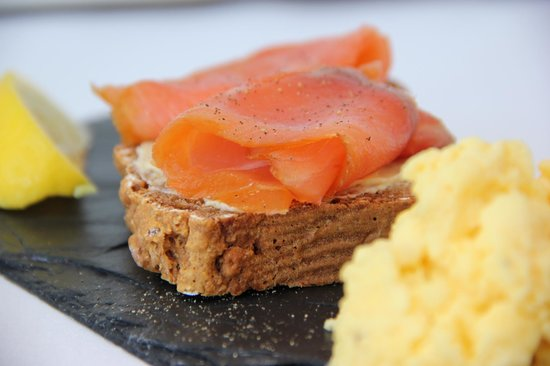 Ariel House : Scrambled Eggs and Smoked Salmon