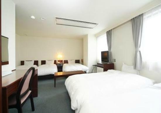 Smile Hotel Hakodate: ベッドが多すぎる部屋