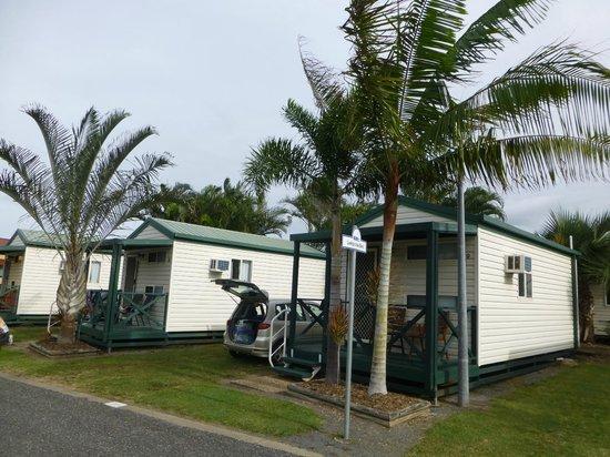 BIG4 Capricorn Palms Holiday Village: Economical park cabins