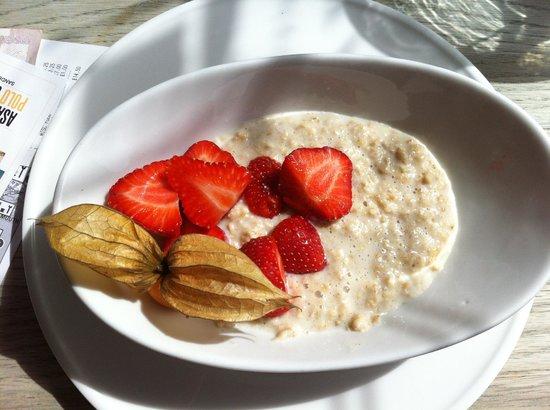 Sevens Boatshed: Whole Wheat Porridge