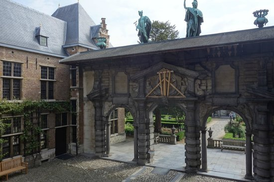 Rubens House (Rubenshuis) : ворота в парк