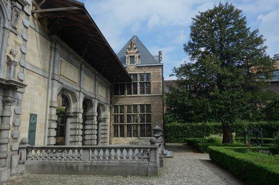 Rubens House (Rubenshuis) : вид на дом сбоку