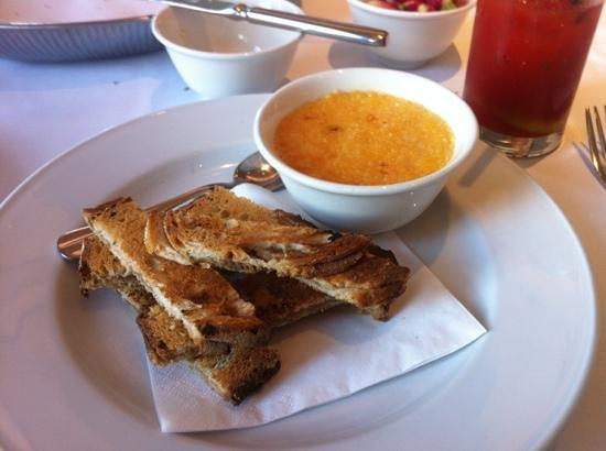 Le Cafe Anglais: Anchovy toast with parmesian custard