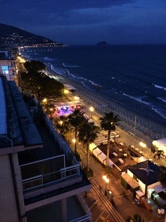 Grand Hotel Spiaggia: view at night