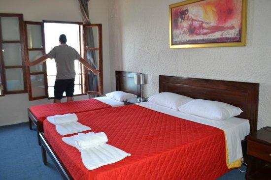 Hotel Porto Antico : Ruime slaapkamer