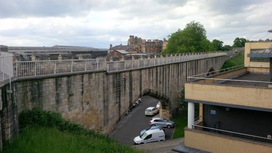 Mur d'enceinte : parts of the wall